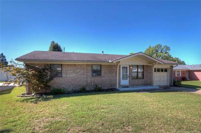 Sand Springs Single Family Home For Sale: 410 Tobago Drive