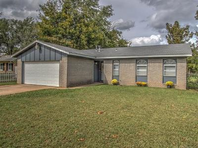 Sand Springs Single Family Home For Sale: 405 Tobago Drive