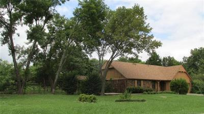 Catoosa Single Family Home For Sale: 511 S Oklahoma Street