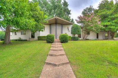 Tulsa Single Family Home For Sale: 6830 E 59th Street