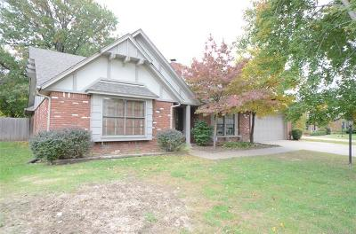 Tulsa Single Family Home For Sale: 8019 S Lakewood Avenue