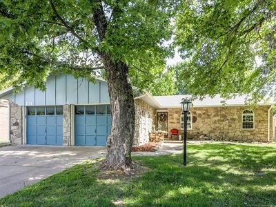Broken Arrow Single Family Home For Sale: 1129 N Hickory Court