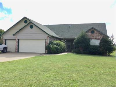 Claremore Single Family Home For Sale: 10722 Canyon Oaks Court