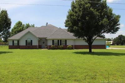 Stigler Single Family Home For Sale: 702 Little Flower Lane