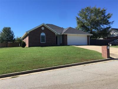 Poteau OK Single Family Home For Sale: $138,250