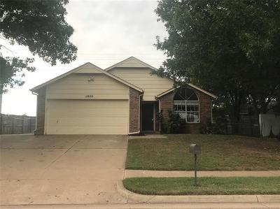 Owasso OK Rental For Rent: $1,100