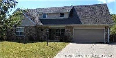 Sand Springs Single Family Home For Sale: 200 Oak Ridge Drive