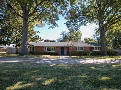 Tulsa Single Family Home For Sale: 4405 S Columbia Avenue