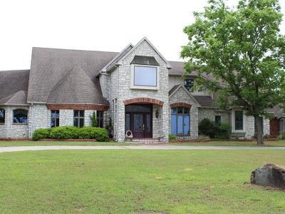 Henryetta Single Family Home For Sale: 30220 Dustin Road