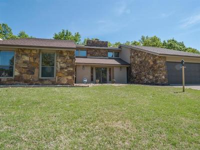 Okmulgee Single Family Home For Sale: 1007 Valley Road
