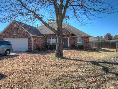 Broken Arrow Single Family Home For Sale: 318 S Sycamore Place