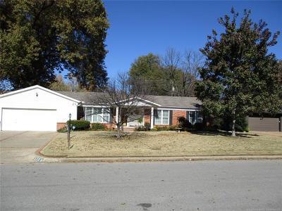 Tulsa Single Family Home For Sale: 3723 E 45th Street