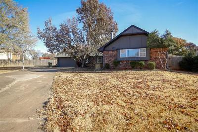 Okmulgee Single Family Home For Sale: 801 Mockingbird Lane