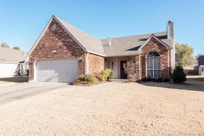 Tulsa Single Family Home For Sale: 8805 S 92nd East Court