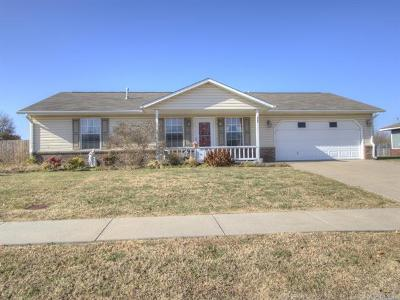 Pryor Single Family Home For Sale: 228 Eastmanor Circle