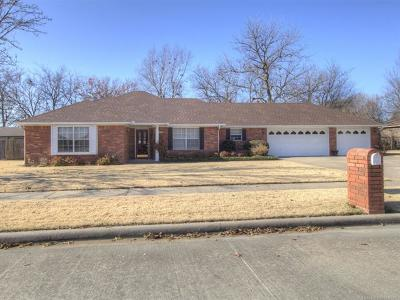 Pryor Single Family Home For Sale: 1712 Marietta Street