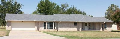 Stigler Single Family Home For Sale: 1303 NW 10th Street