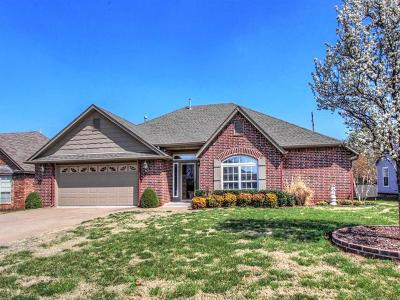Sand Springs Single Family Home For Sale: 5113 S Spruce Drive S