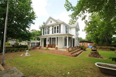 Coweta Single Family Home For Sale: 504 S Broadway Street