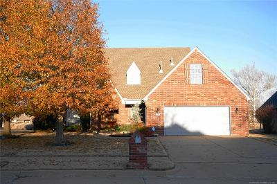 Broken Arrow OK Single Family Home For Sale: $299,900