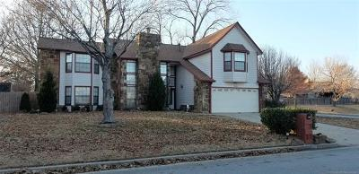 Tulsa Single Family Home For Sale: 9228 S 88th East Place