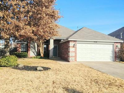 Broken Arrow OK Single Family Home For Sale: $180,000