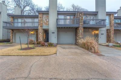 Tulsa Condo/Townhouse For Sale: 1533 S Riverside Dr W 1533 Drive #1533