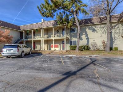 Tulsa Condo/Townhouse For Sale: 6732 S Lewis Avenue #305