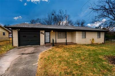 Wagoner Single Family Home For Sale: 902 NW 1st Street