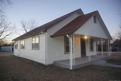Dewar Single Family Home For Sale: 201 N Broadway Street