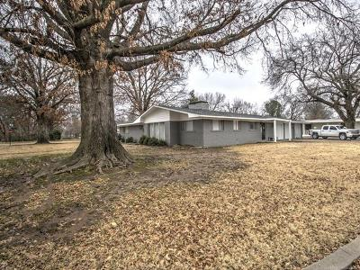 Pryor Single Family Home For Sale: 400 SE 14th Street