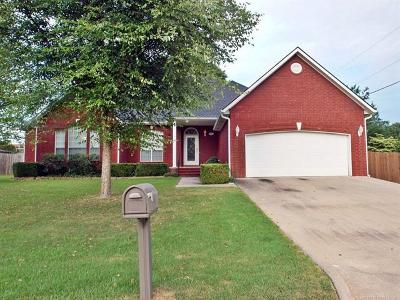 Tahlequah OK Single Family Home For Sale: $259,000