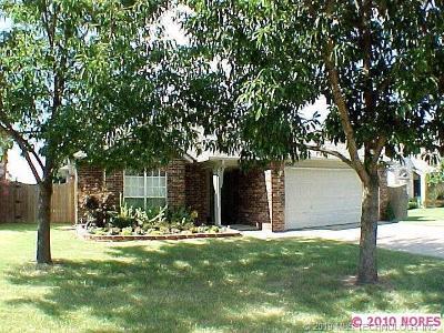 Broken Arrow Single Family Home For Sale: 4804 W Commercial Street S