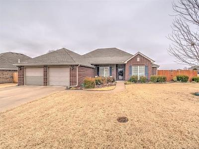 Bartlesville Single Family Home For Sale: 340 N Park Hill Loop