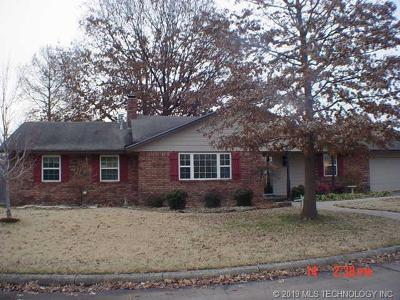 Pryor Single Family Home For Sale: 1605 Marietta Street
