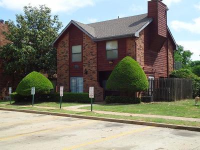Tulsa Condo/Townhouse For Sale: 6737 S Peoria Avenue #B-111