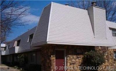Tulsa Condo/Townhouse For Sale: 2203 E 67th Street #20E9