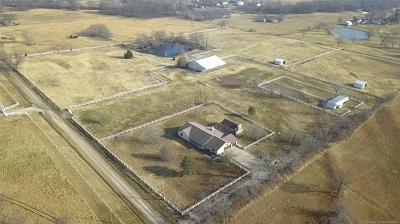 Okmulgee County Single Family Home For Sale: 740 N 150 Road