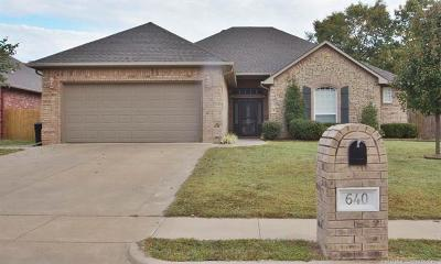 Tahlequah Single Family Home For Sale: 640 Lakes Drive