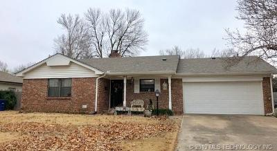 Tulsa Single Family Home For Sale: 1856 E 57th Place