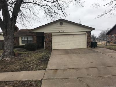 Sand Springs Single Family Home For Sale: 609 S Antigua Drive