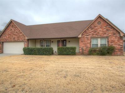Broken Arrow Single Family Home For Sale: 3713 S Dogwood Avenue