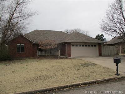 Poteau OK Single Family Home For Sale: $145,000