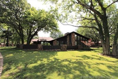Bartlesville Single Family Home For Sale: 2701 Cherokee Hills Drive