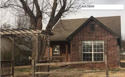 Coweta Single Family Home For Sale: 315 W Sycamore Street