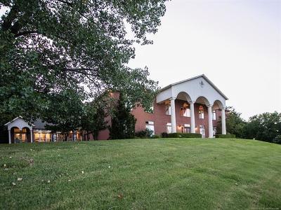 Tulsa County Single Family Home For Sale: 6425 E 85th Place