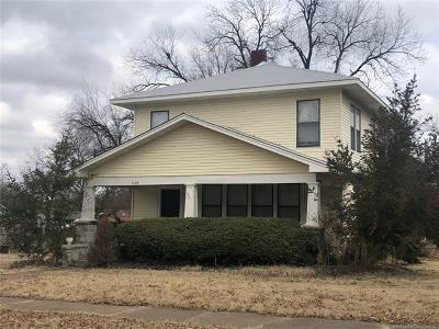 Okmulgee County Single Family Home For Sale: 1229 S Delaware Street