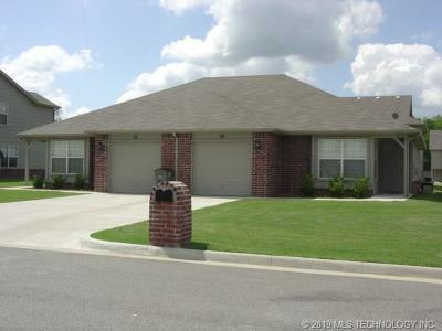 Catoosa Multi Family Home For Sale: 952 Pebble Brook Street