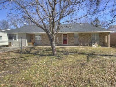 Pryor Single Family Home For Sale: 413 N Hogan Street