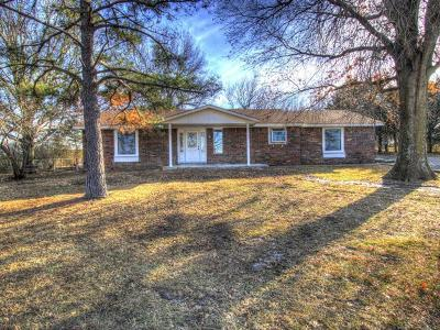 Pryor Single Family Home For Sale: 685 W 440 Road